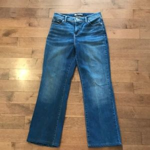 Levi's «perfectly slimming» straight ankle jeans